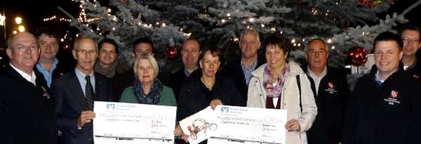 Der Bürgerschützenverein Erle spendete 750 € für die Rollfiets. Das Foto entstand bei der Spendenübergabe am 29. Nov. 2014 an Jutta Bonhoff und Rita Grömping. (Foto: Petra Bosse)