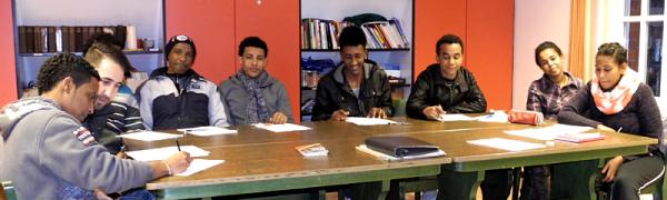 Zurzeit trifft sich eine Gruppe der Asylbewerber aus Raesfeld, um mehr über Deutschland zu erfahren. Ein Integrationslotse aus Borken begleitet die Termine.