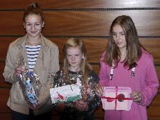 Karla Meyering (links) mit ihrer Schwester (rechts), in der Mitte Jana Steverding