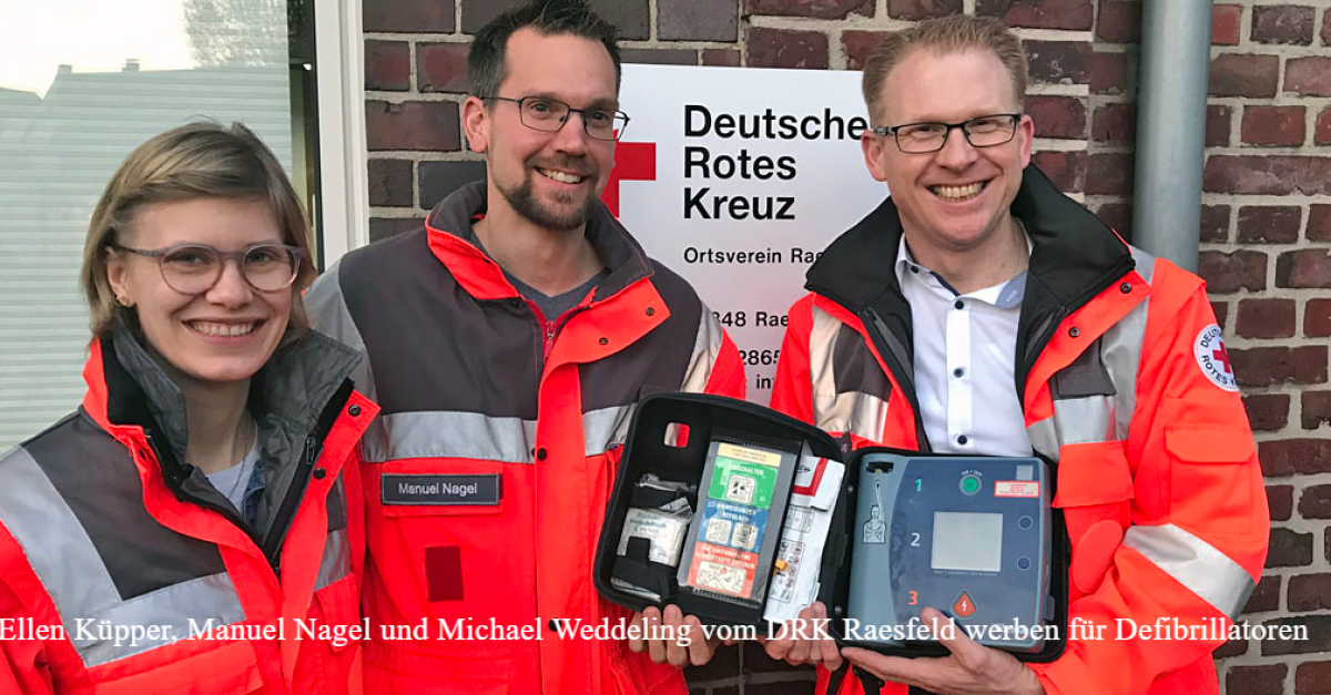 Ellen Küpper, Manuel Nagel und Michael Weddeling vom DRK Raesfeld werben für Defibrillatoren